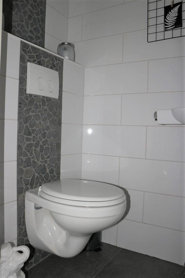 14 Toilet.JPG